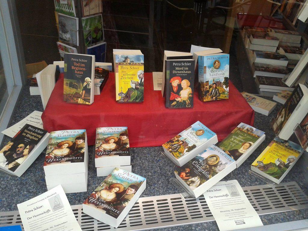 Bücherauslage Buchhandlung Kayser