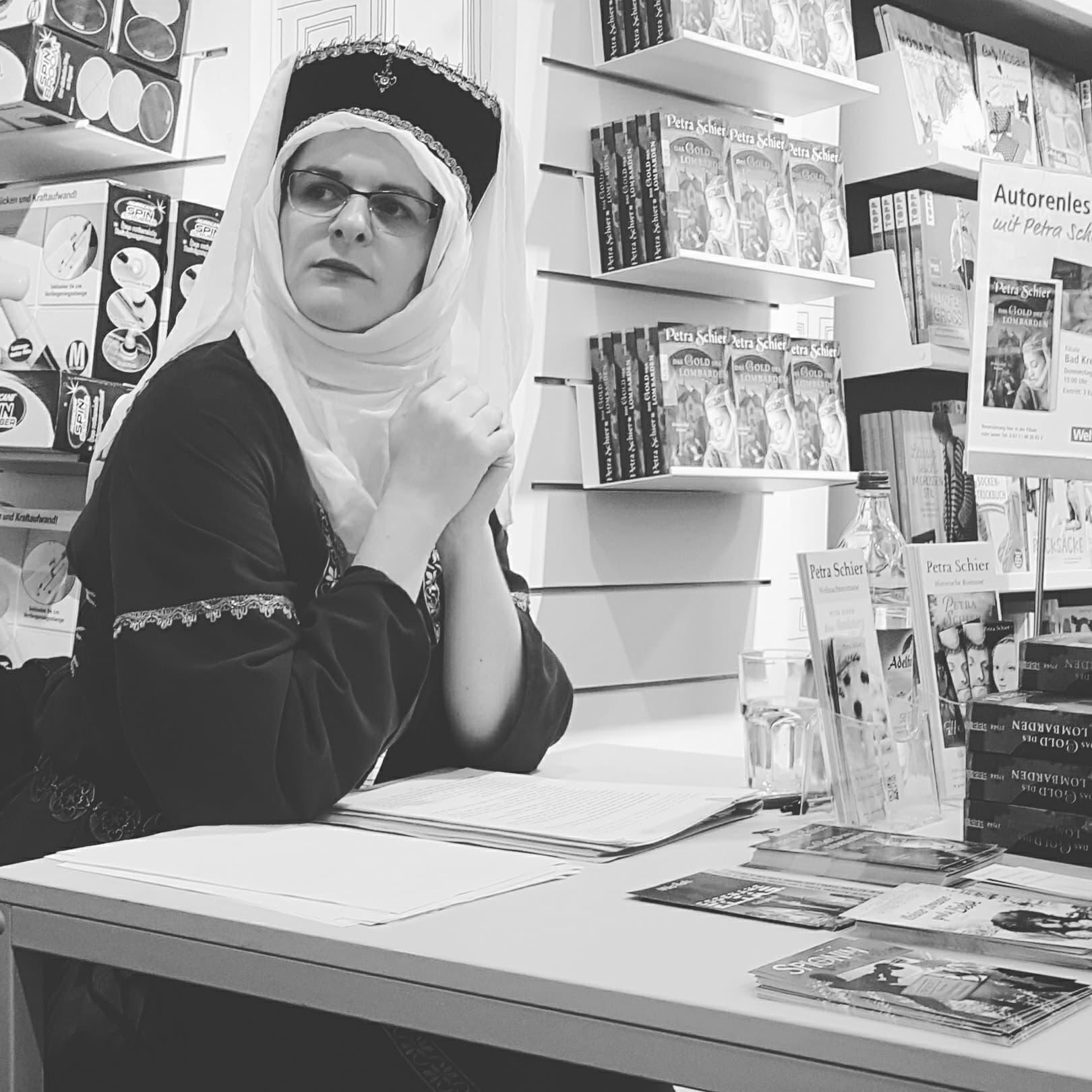 Foto Petra Schier im historischen Gewand (c) Melanie Reichert