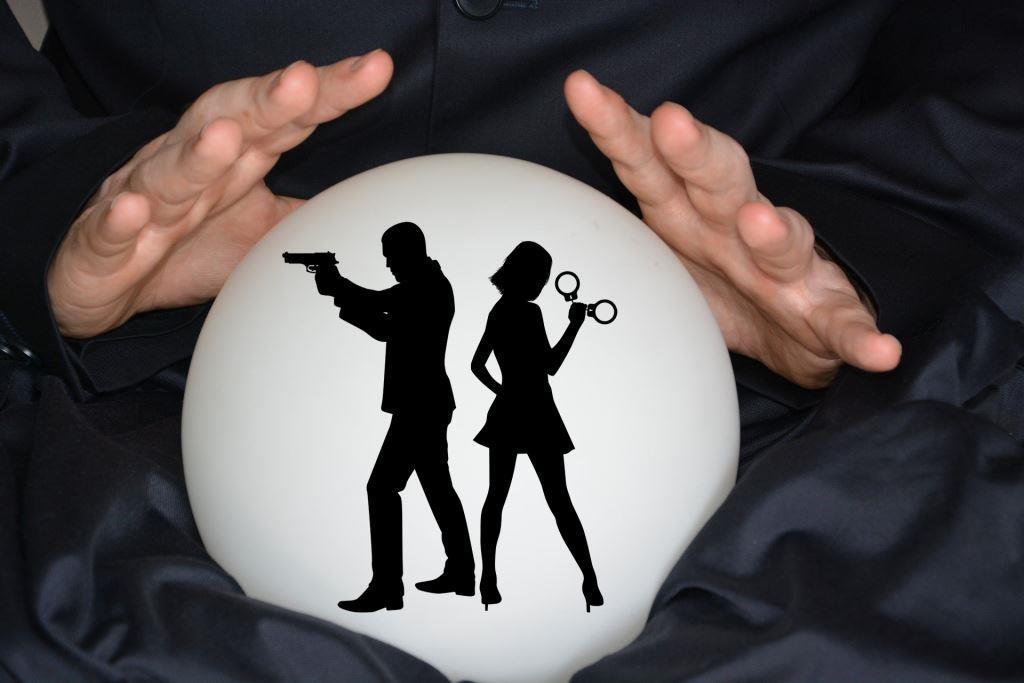 """Insider-Geflüster: Die Glaskugel spricht zu Band 14 der """"Spionin wider Willen"""""""